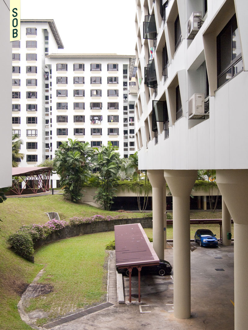 Piloti of Choa Chu Kang Blks 631-637 raise the void deck and flats above the parking lots