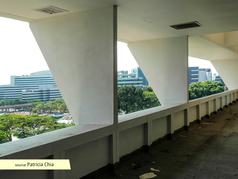 Abandoned balconies of Jurong Town Hall in 2013