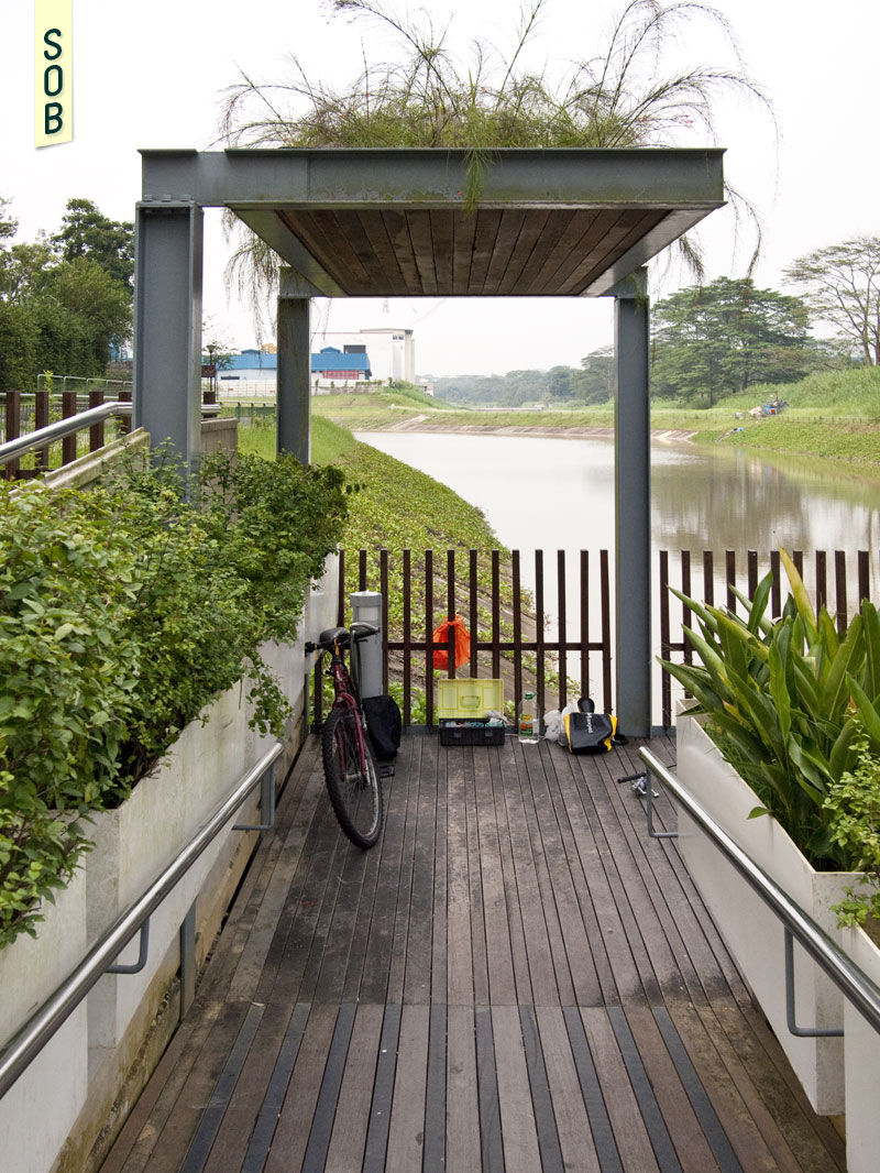 Green roof shelter and gateway onto Pang Sua Canal Deck